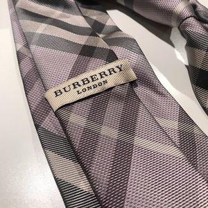 AUTH Burberry Lavender Nova Check Tie EUC